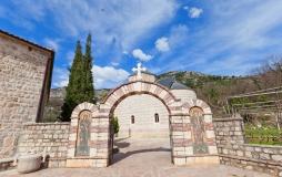 Монастырь Подмаине (Подострог), главный вход, Будва, Черногория